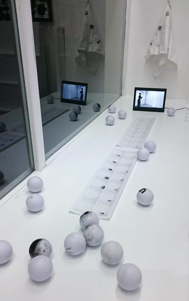 Bälle machen Druck – Ausstellungsansicht